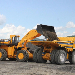 «БелАЗ» готовит к запуску в производство роботизированный погрузчик БелАЗ-78250