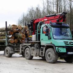 Представлены специальные версии Mercedes Unimog для работы в лесу