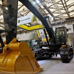 John Deere представил два новых экскаватора E400LC и E140LC
