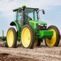 John Deere вывел на рынок новый премиальный сельхозтрактор 5115RH
